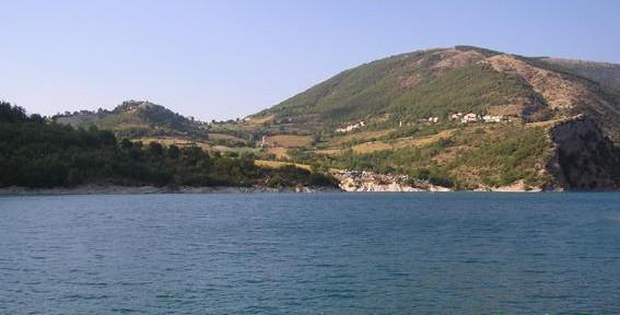 Lago-di-Fiastra.jpg